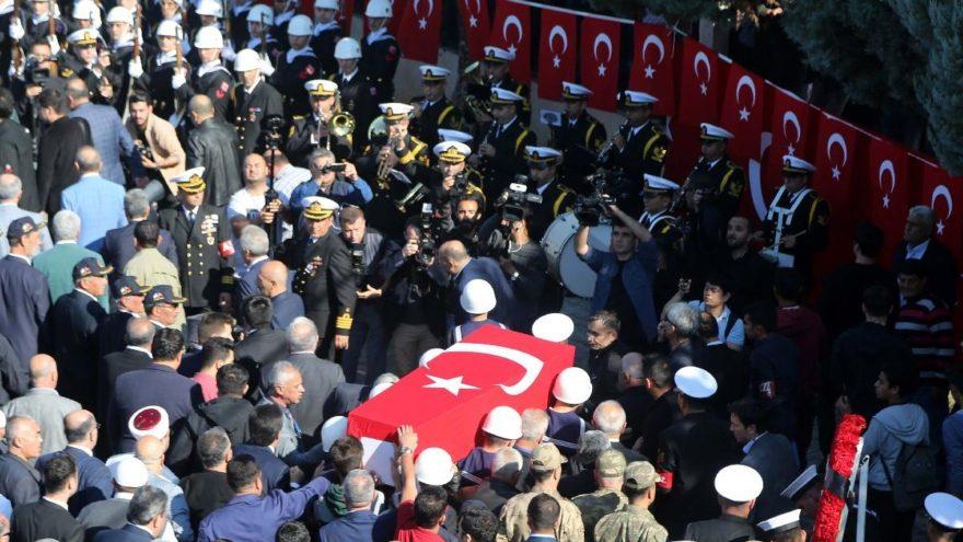 Şehitler için Türkiye tek yürek!