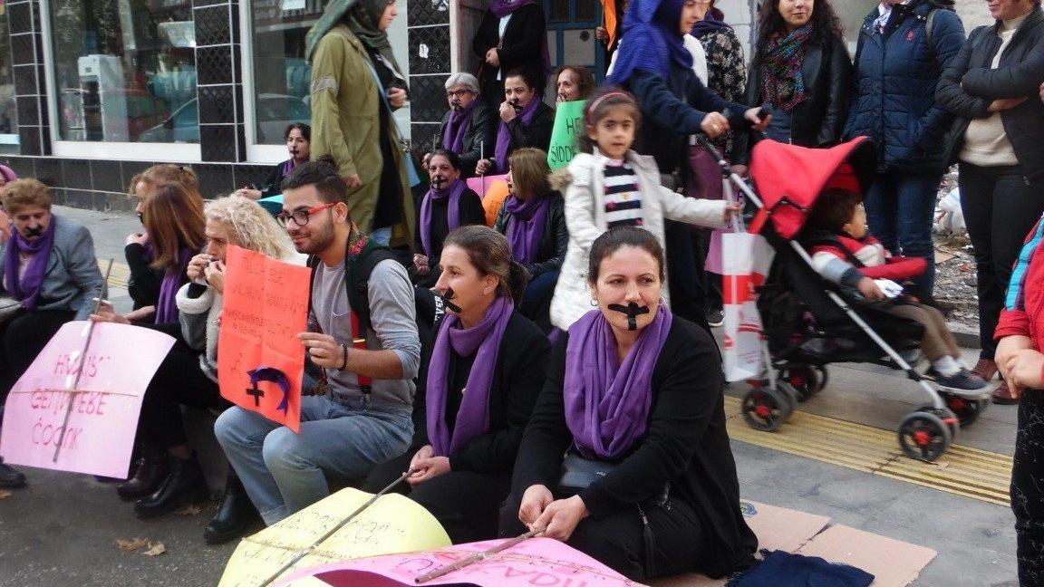CHP'li kadınlar 24 Kasım Kadına Yönelik Şiddet Mücadele etkinliğinde