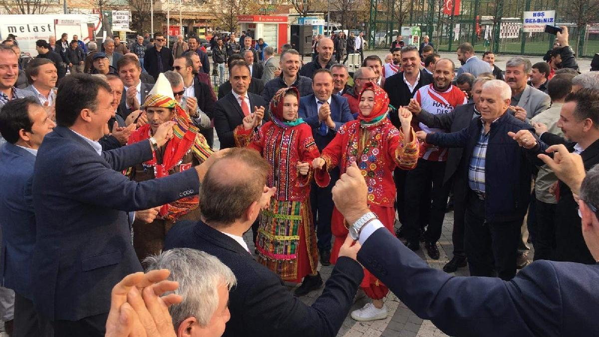 AKP ve CHP'li başkanlar karşılıklı çiftetelli oynadı
