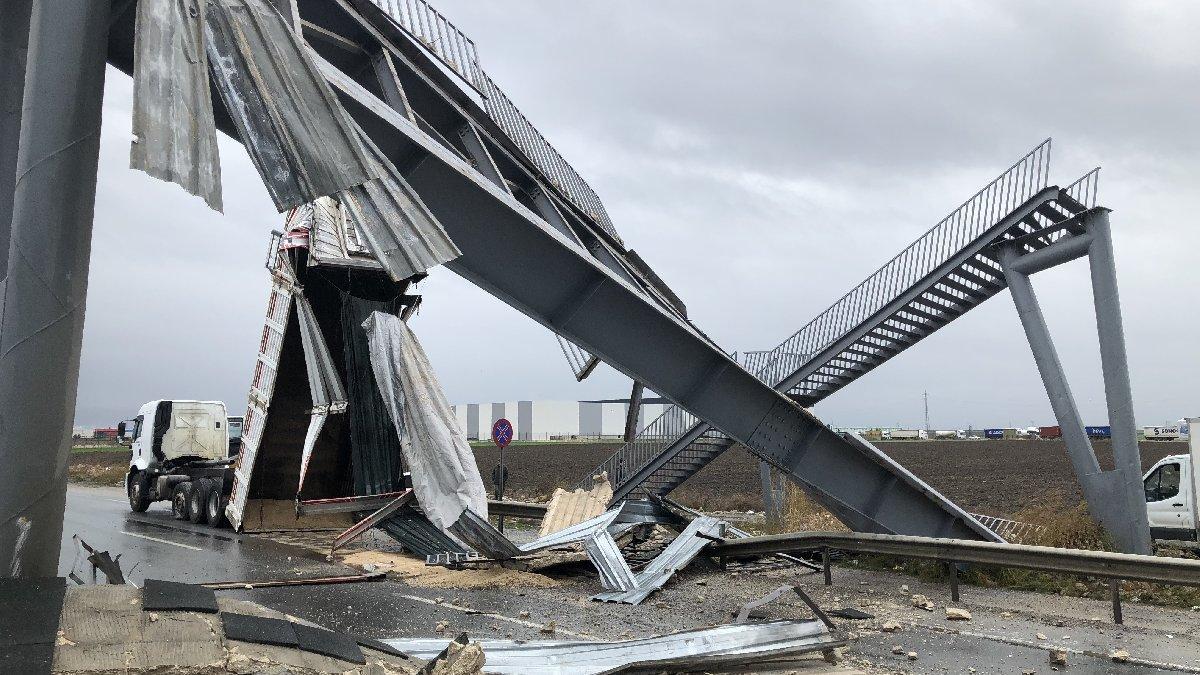 Üst geçit yıkıldı, Edirne-İstanbul yolu trafiğe kapandı