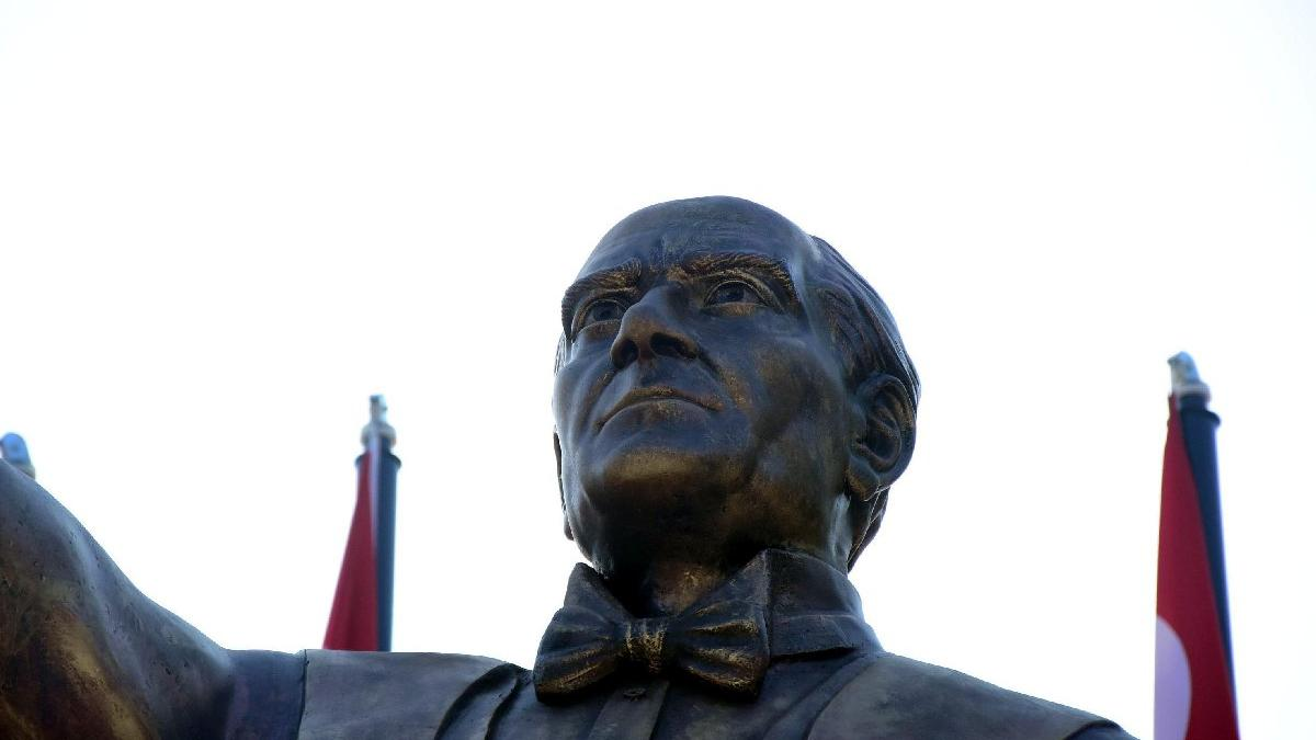 AVMde Atatürke benzemeyen heykel: Mustafa Cengize daha çok benziyor 81