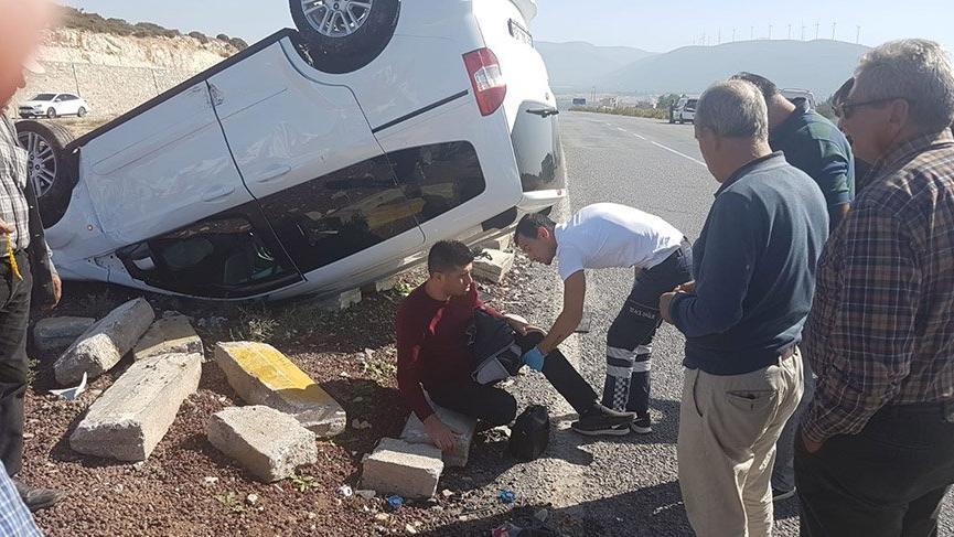 Otomobil ile hafif ticari araç çarpıştı: 5'i çocuk 10 yaralı