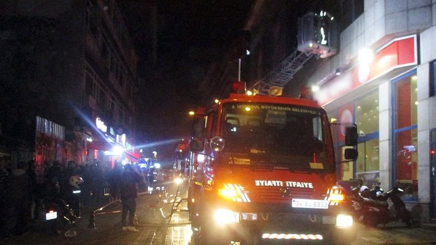 Kadıköy'de fast food restoranında yangın