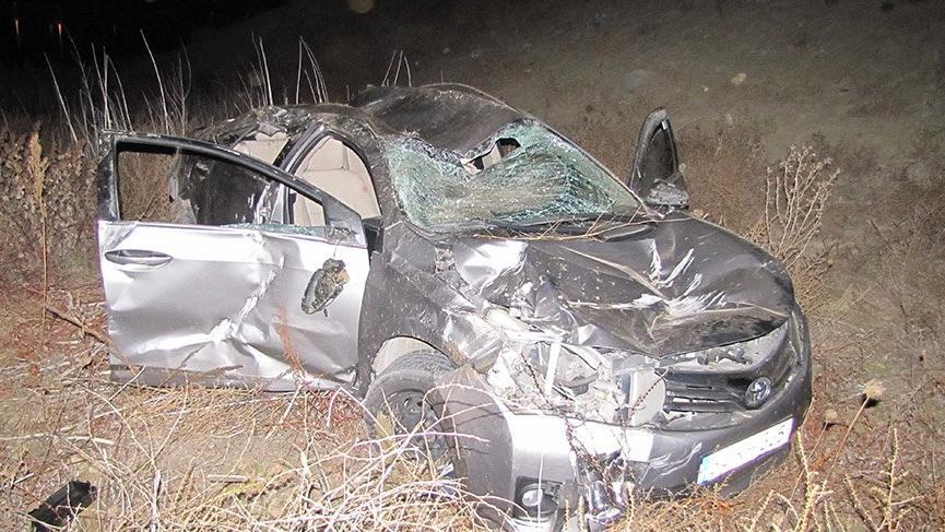 Kontrolden çıkan otomobil baraja uçtu: 2'si ağır 5 yaralı