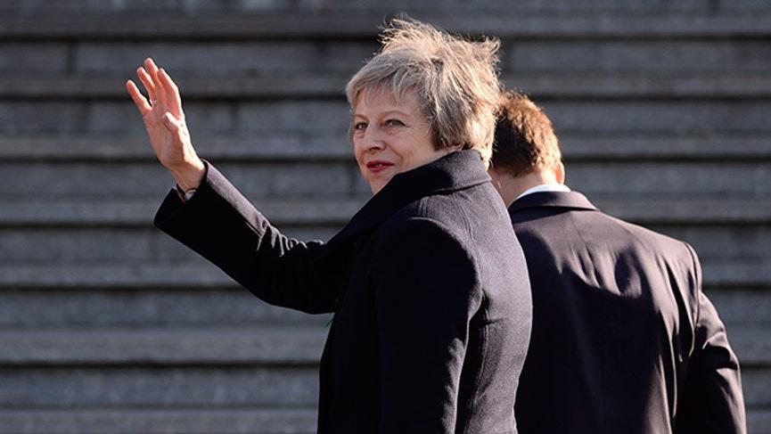 İngiltere Başbakanı'nın konvoyu trafik kazasına karıştı