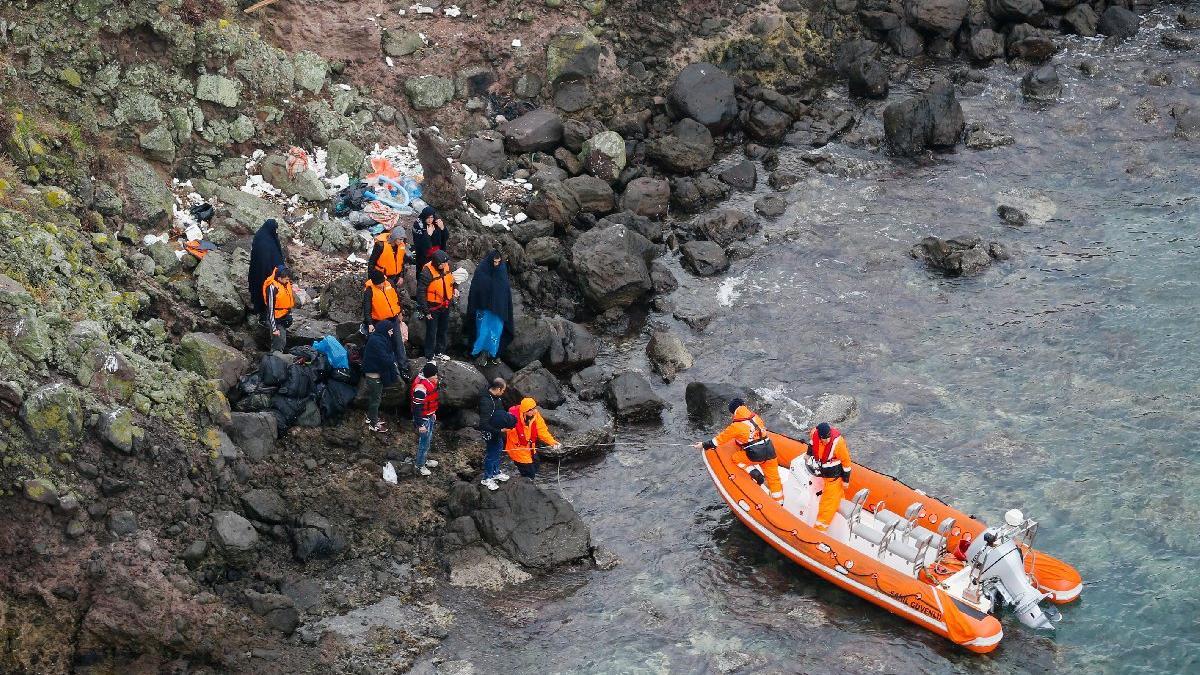 Ege Denizi'nde mahsur kalan göçmenlere kurtarma operasyonu