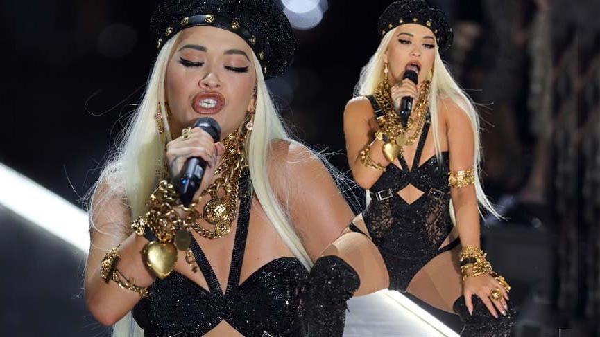 Rita Ora Victoria's Secret Fashion Show'daki şovuyla melekleri geride bıraktı