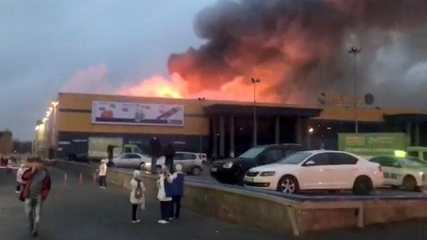 Rusya'da korkutan yangın… Dev AVM küle döndü