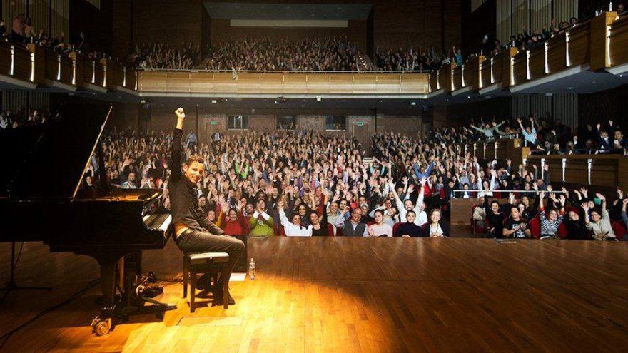 Rekortmen piyanist, Türkiye'deki ilk konserini İzmir'de verdi