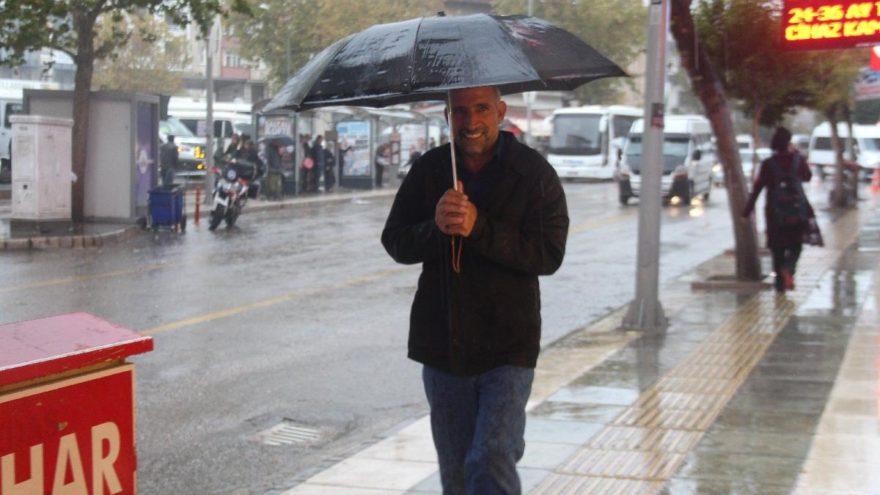Meteoroloji'den hava durumu açıklaması   İstanbul'a sağanak yağış uyarısı!