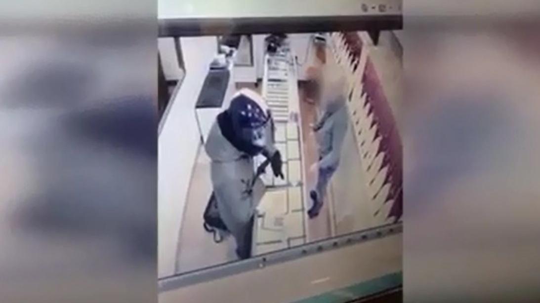 Silahlı kuyumcu soygunun kamera görüntüsü ortaya çıktı