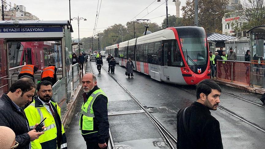 İstanbul'da tramvay raydan çıktı! Seferlerde aksama