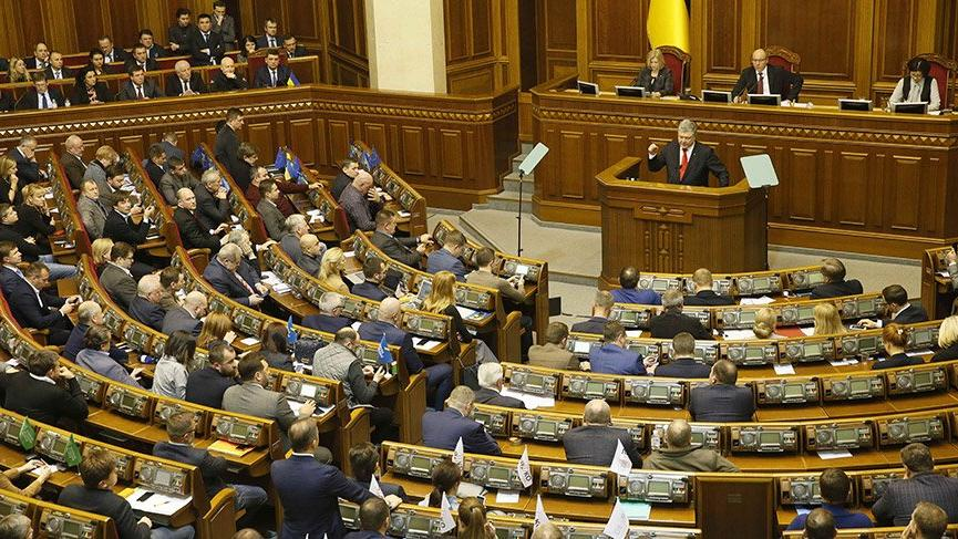 Ukrayna Parlamentosu sıkıyönetim kanununu kabul etti