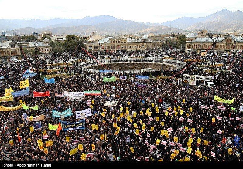 Çok sayıda İranlı, 39 yıl önce yaşanan olay için başkent Tahran'da bir araya geldi.