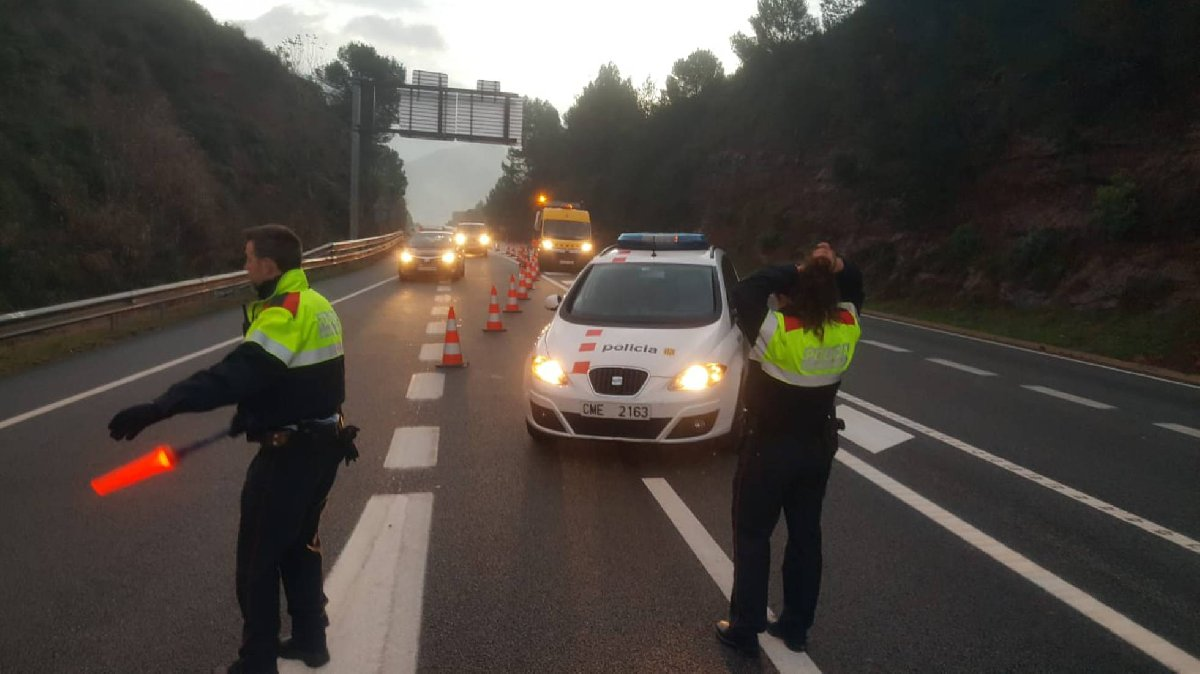 İspanyol basını olay yerine çok sayıda ambulans ve itfaiye ekibinin geldiğini duyurdu.