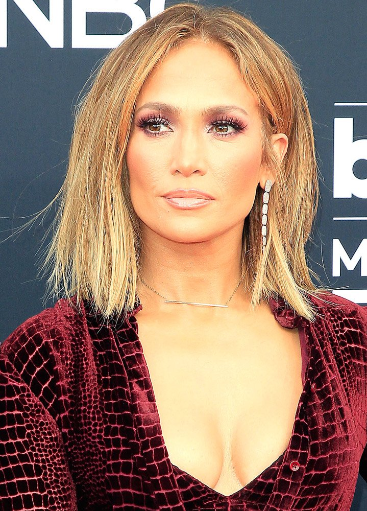 Lüksü seven bir diğer kişi ise Jennifer Lopez... Ünlü şarkıcı yüz için üretilen ve 60 mililitresi 1000 TL gibi bir fiyata satılan bir krem kullanıyor.