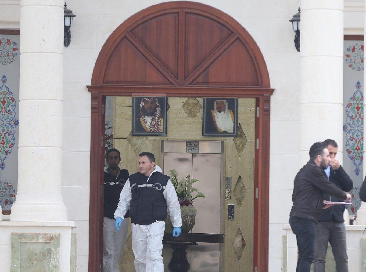 FOTO: AA / malikanenin girişinde duvarda Suudi Arabistan Kralı Selman bin Abdülaziz el-Suud ile Veliaht Prens Muhammed bin Selman'ın fotoğraflarının asılı bulunması dikkat çekti.