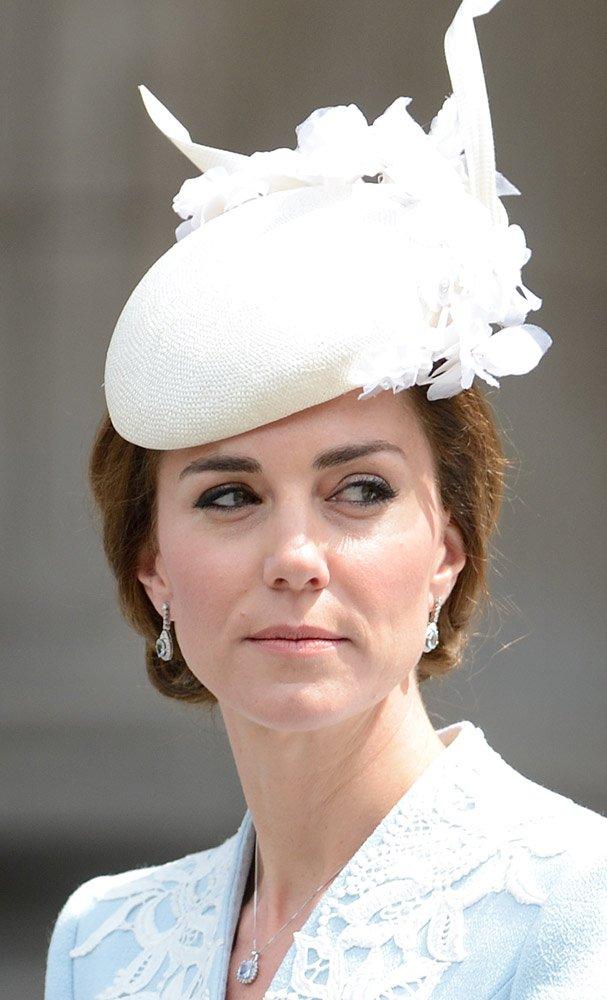 Cambridge Düşesi Kate Middleton'ın arı zehri kullandığını bilmeyen pek yoktur. Düşes, cilde botoks etkisi verdiği söylenen arı zehiri içeriğine sahip ürünler kullanıyor.