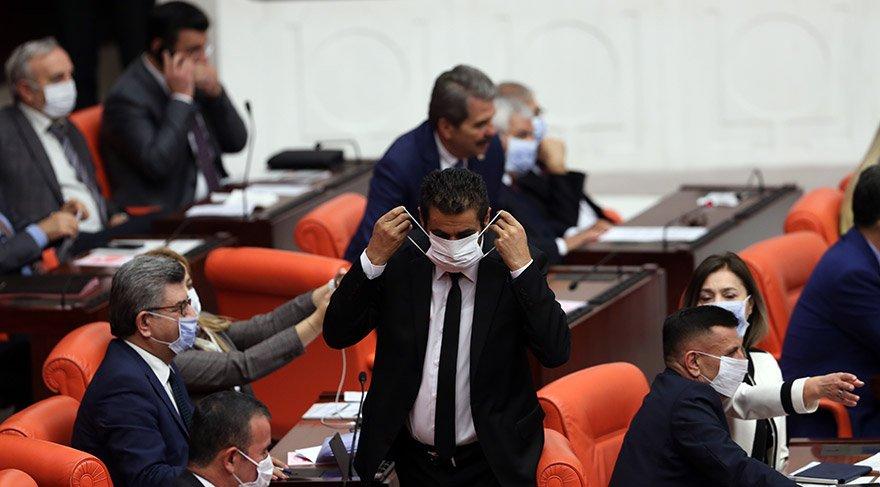 Milletvekilleri lösemi hastalarına destek için maske taktı. AA