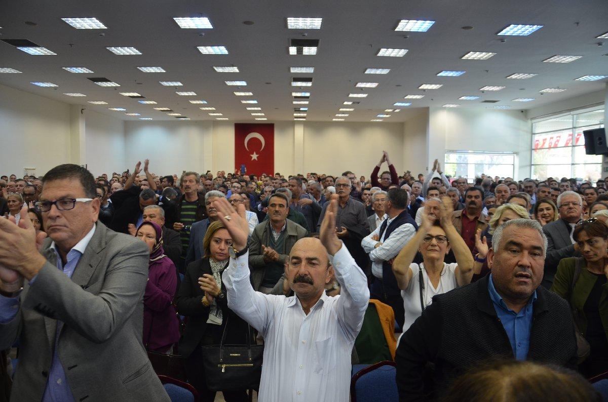 FOTO:SÖZCÜ, Kocamaz'ın istifa kararı basın toplantısına katılanlar tarafından coşkuyla karşılandı.