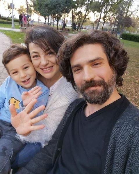 Nergis Öztürk, kendisi gibi oyuncu olan Cemal Toktaş'la evli ve bir çocuk annesi.