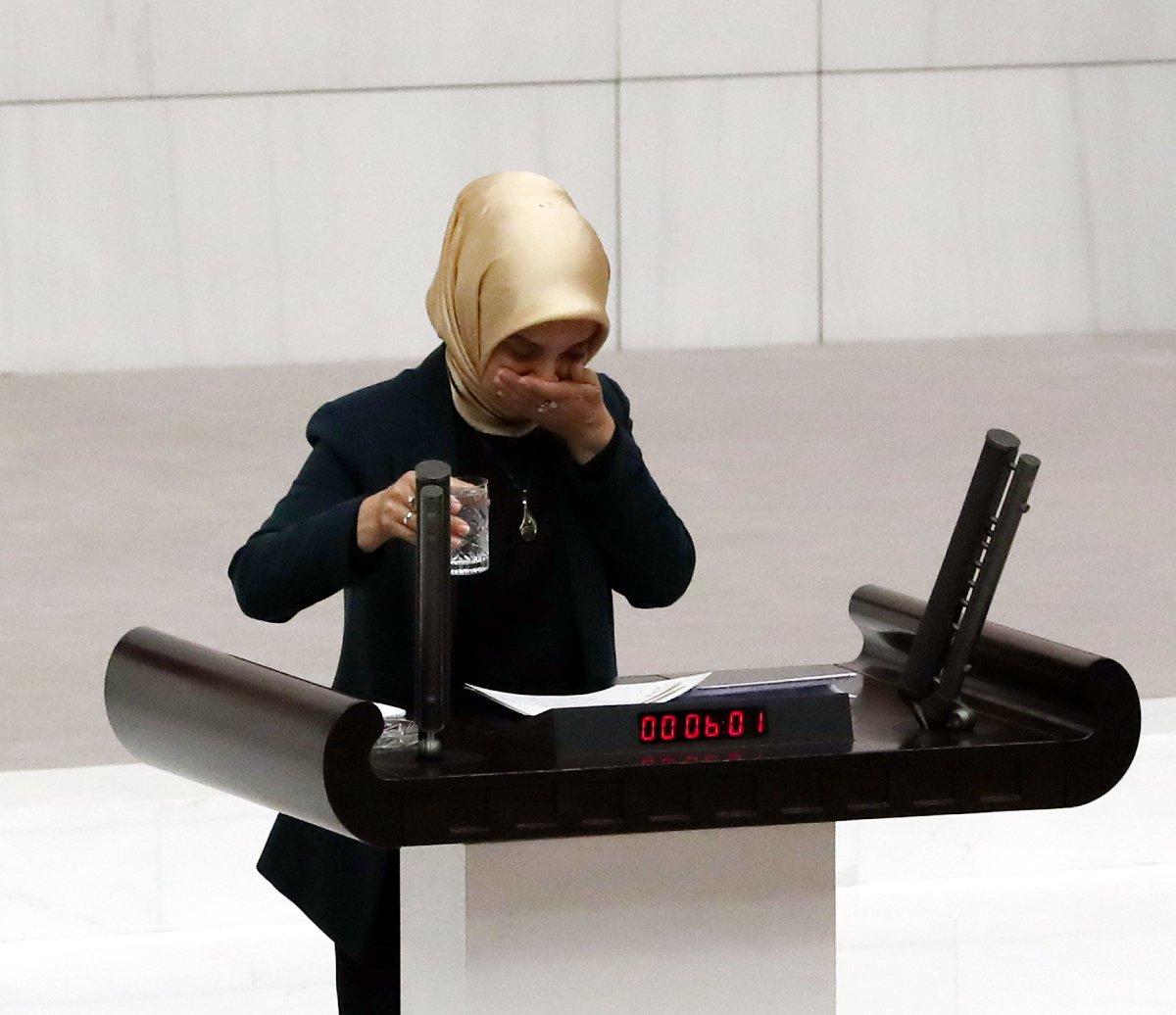 AKP Bursa Milletvekili Vildan Yılmaz Gürel, çocuğunun havale geçirdiği anları anlatırken gözyaşlarına hakim olamadı.Fotoğraf: Zekeriya Albayrak Sözcü