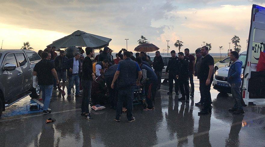 Hortum, park halinde bulunan 07 AAL 888 plakalı karavanı yolun karşısına savurdu. Karavanın çarptığı Onur Kuş (31) yaralandı. Kuş, sağlık ekibinin ilk müdahalesinin ardından Gazipaşa Devlet Hastanesi'ne kaldırıldı. FOTO:AA