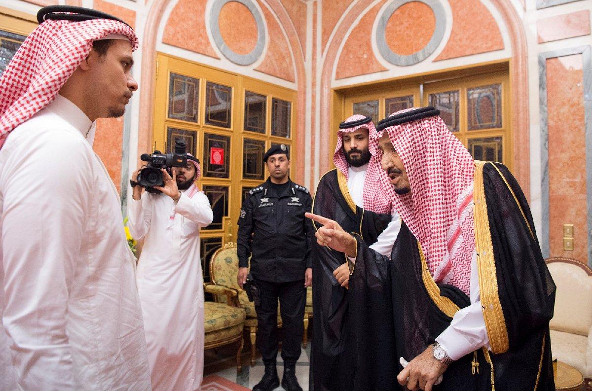 Kral Selman, Veliaht Prens Selman ile birlikte Kaşıkçı'nın çocuklarına kameralar karşısında baş sağlığı dilemişti.