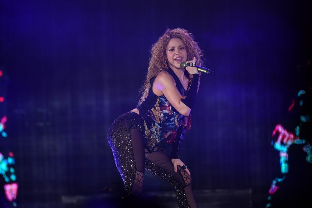 Yıldız Tilbe dünyaca ünlü star Shakira'ya gönderme yaptı...