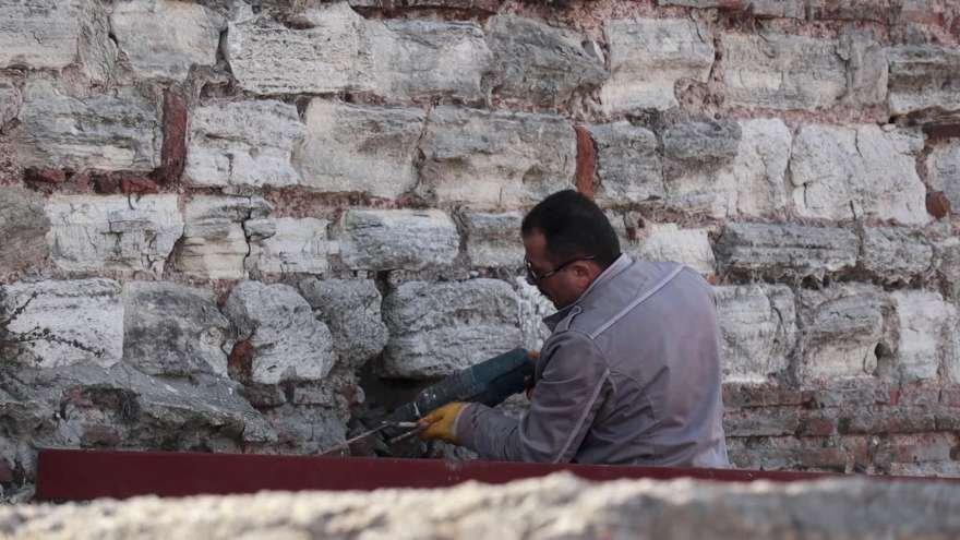 1500 yıldır ayakta kalmayı başaran kuleye matkapla delik açtılar. Foto: DHA