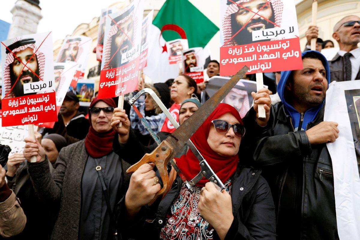 Kaşıkçı cinayeti sonrasında Tunus'a giden Prens Selman, büyük gösterilerle karşı karşıya kalmıştı.