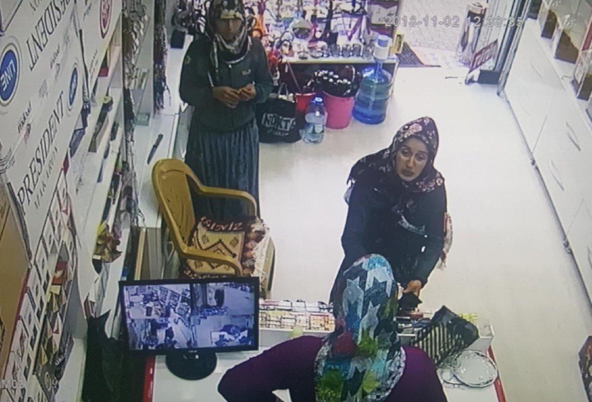 Hırsızların el çabukluğu güvenlik kamerasına takıldı. DHA