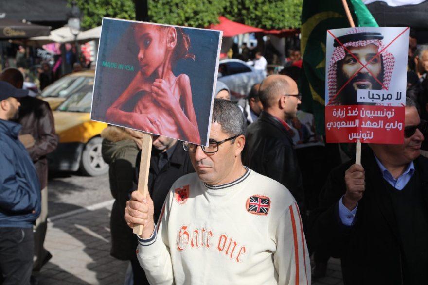 Tunuslular sokaklara inerek Selman'ın gelişini protesto etti. AA