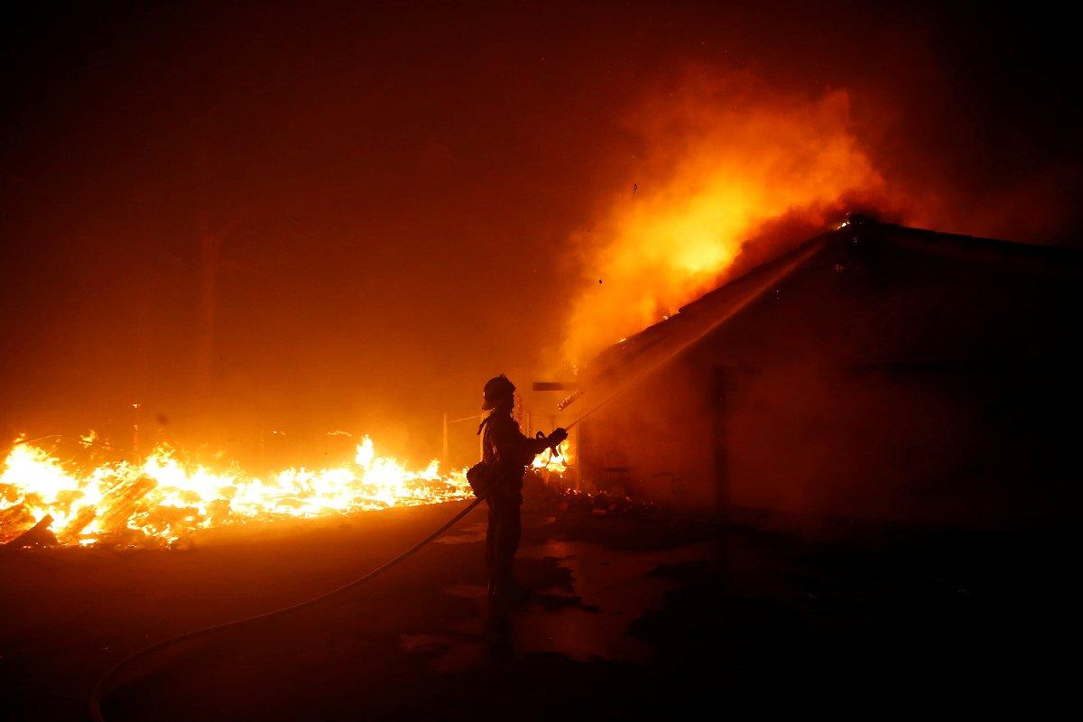 Hafta sonu başlayan yangın söndürülemedi.