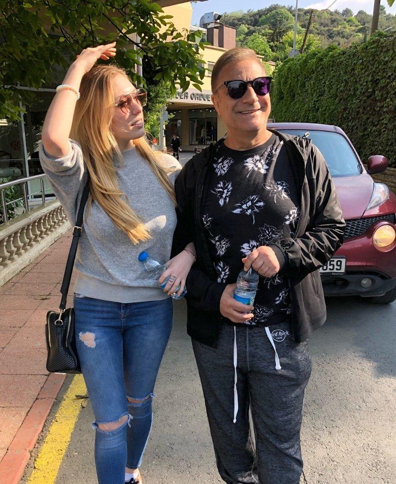 Mehmet Ali Erbil ve kızı Yasmin... Fotoğraf Yasmin Erbil'in sosyal medya hesabından alınmıştır.