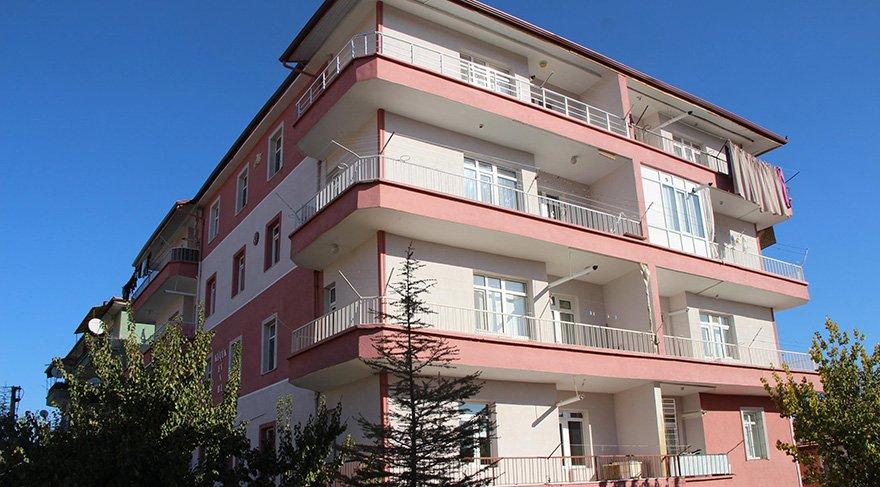 1 buçuk yaşındaki Zümra teyzesi tarafından otourdukları binanın balkonundan aşağı atıldı. Foto: DHA