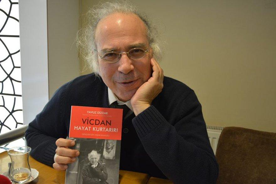 Dizdar'ın yeni kitabı 'Vicdan Hayat Kurtarır' raflardaki yerini aldı.