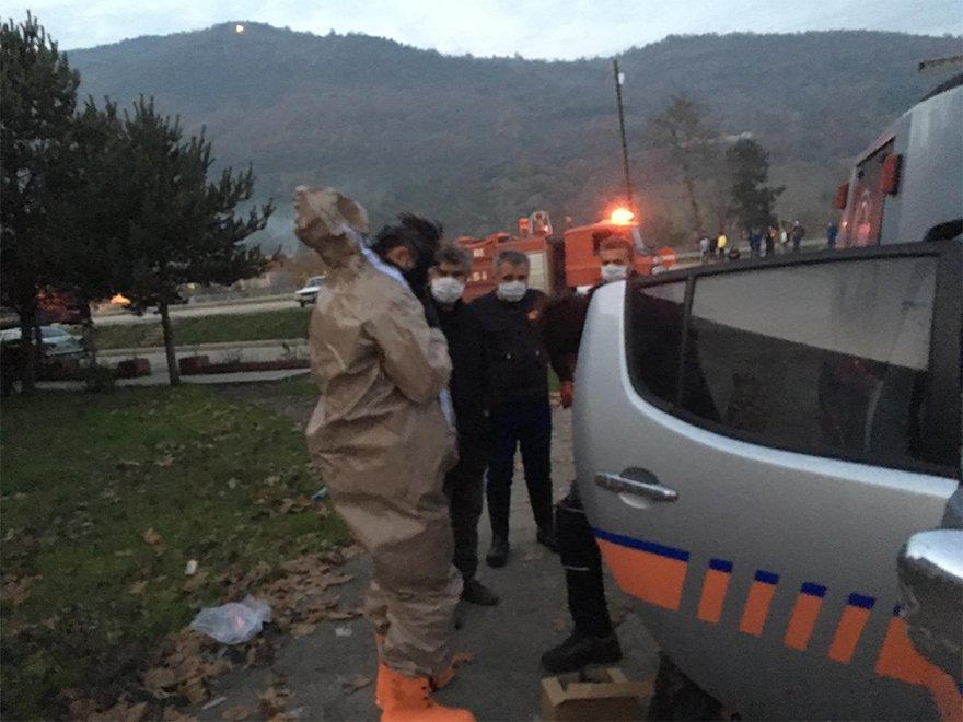 FOTO: İHA- Karabük'ün Yenice ilçesinde, torna atölyesinde kesilen varilden açığa çıkan gazdan etkilenen 15 kişi tedavi altına alındı