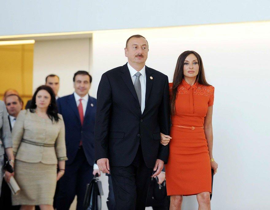 Leyla ve Arzu Aliyeva'nın Azerbaycan, Rusya ve İngiltere'de çok sayıda gayrimenkulü olduğu öne sürülüyor.