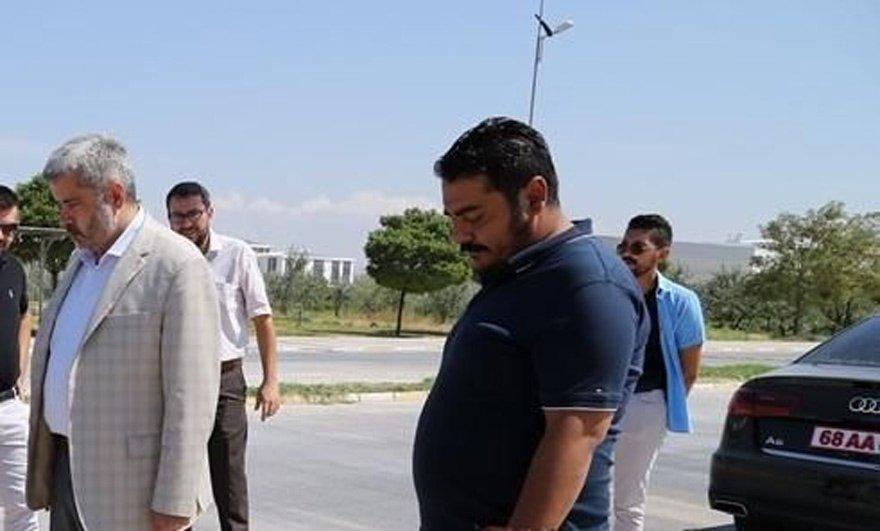 Aksaray Üniversitesi Rektörü Yusuf Şahin, bu makam aracını kullanıyor.