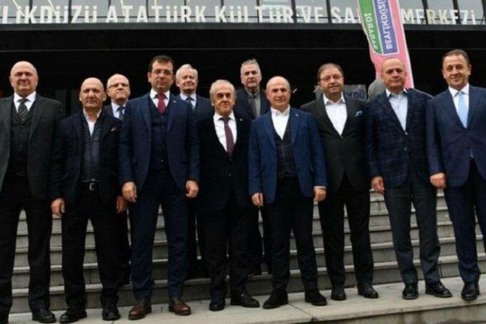 Beylikdüzü Belediye Başkanı Ekrem İmamoğlu, geçen hafta İstanbul'daki CHP'li 13 belediye başkanıyla bir araya gelmişti