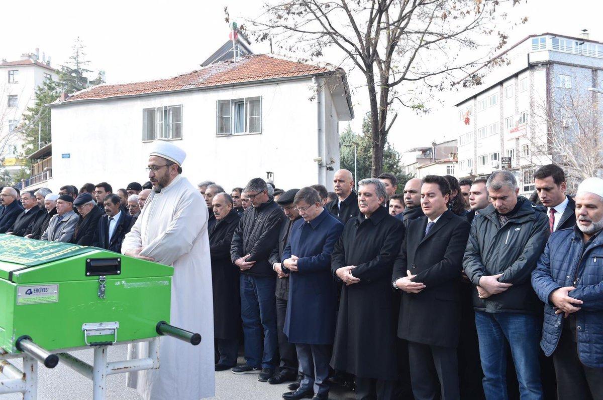 FOTO:SÖZCÜ - Abdullah Gül, Karaman'da Ömer Dinçer'in babasını cenaze namazına katıldı.