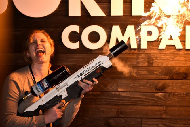 Şirketin daha önce geliştirdiği alev silahı.