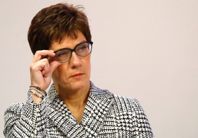 34 yıllık evli olan Karrenbauer partide genel sekreterlik görevini yürütüyordu.