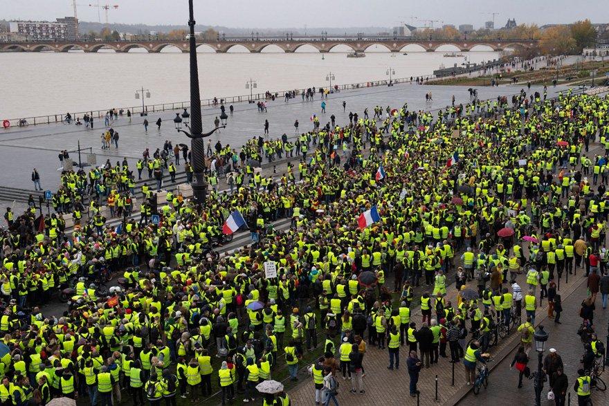Fransa'nın tatil beldelerinden Bordeaux'da gösteriler sakin devam etti.