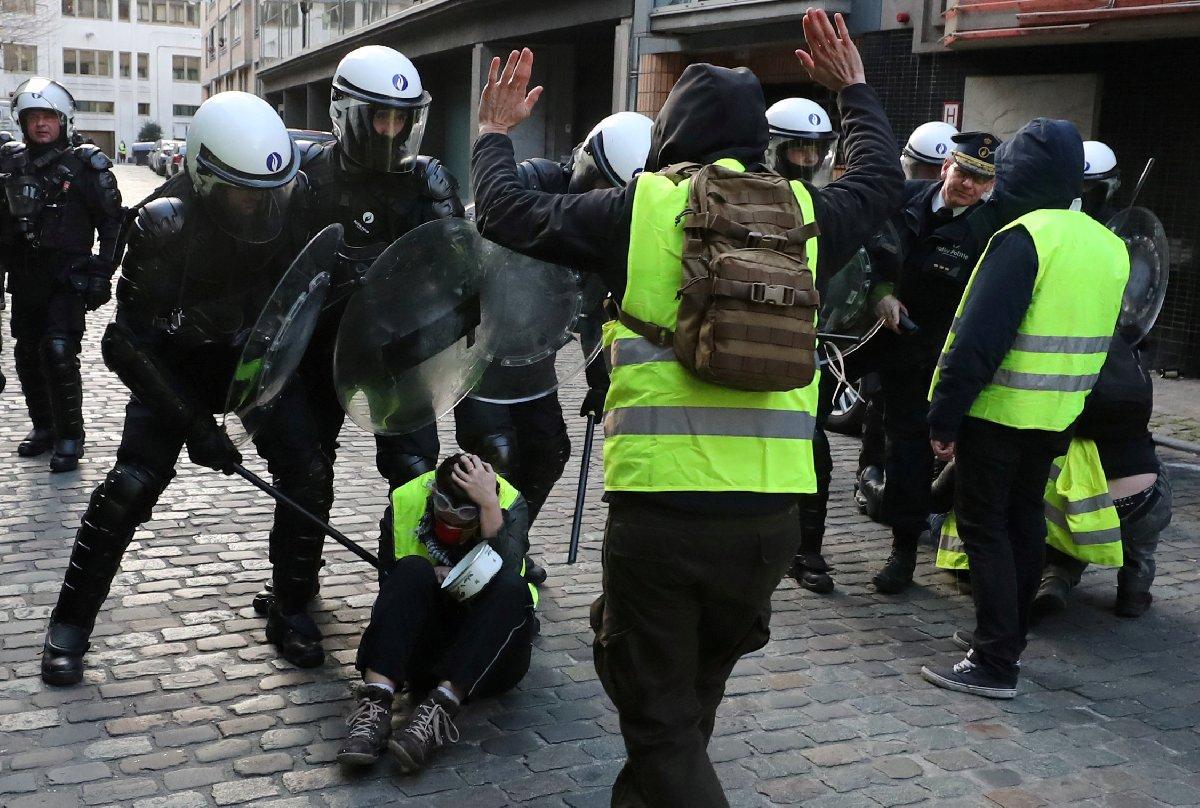 Belçika'nın başkenti Brüksel'de polis göstericilere sert müdahale etti.