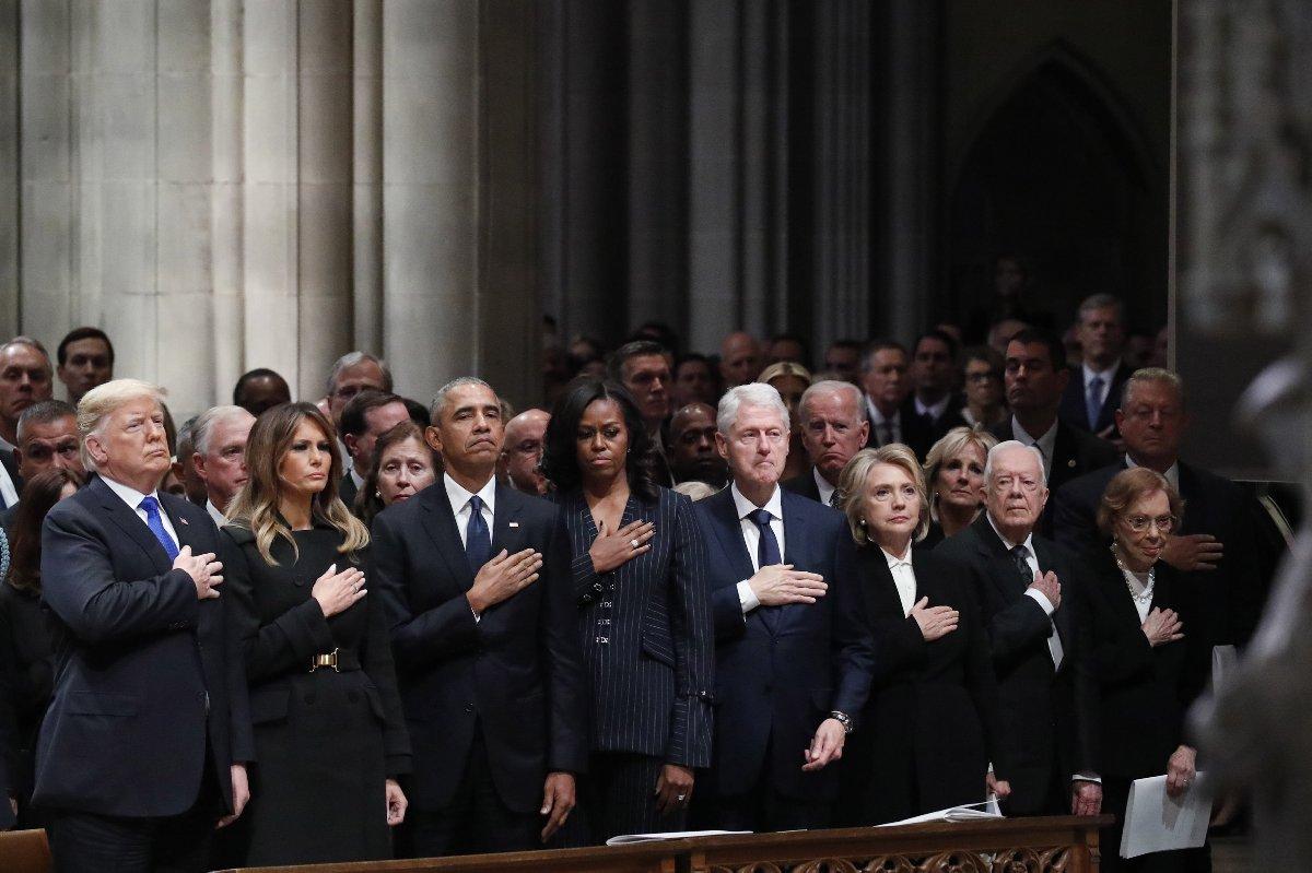 Düzenlenen törene, ABD Başkanı Donald Trump ve eşi Melania Trump, eski ABD başkanlarından Barack Obama ve eşi Michelle Obama, Bill Clinton ve eşi Hillary Clinton ile birlikte Jimmy Carter ve eşi Rosalynn Carter katıldı.