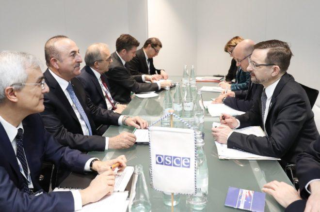 Dışişleri Bakanı Mevlüt Çavuşoğlu, toplantı öncesi AGİT Genel Sekreteri Thomas Greminger ile biraraya geldi.