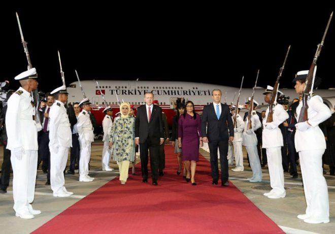 Cumhurbaşkanı Erdoğan Karakas'a ulaştı.
