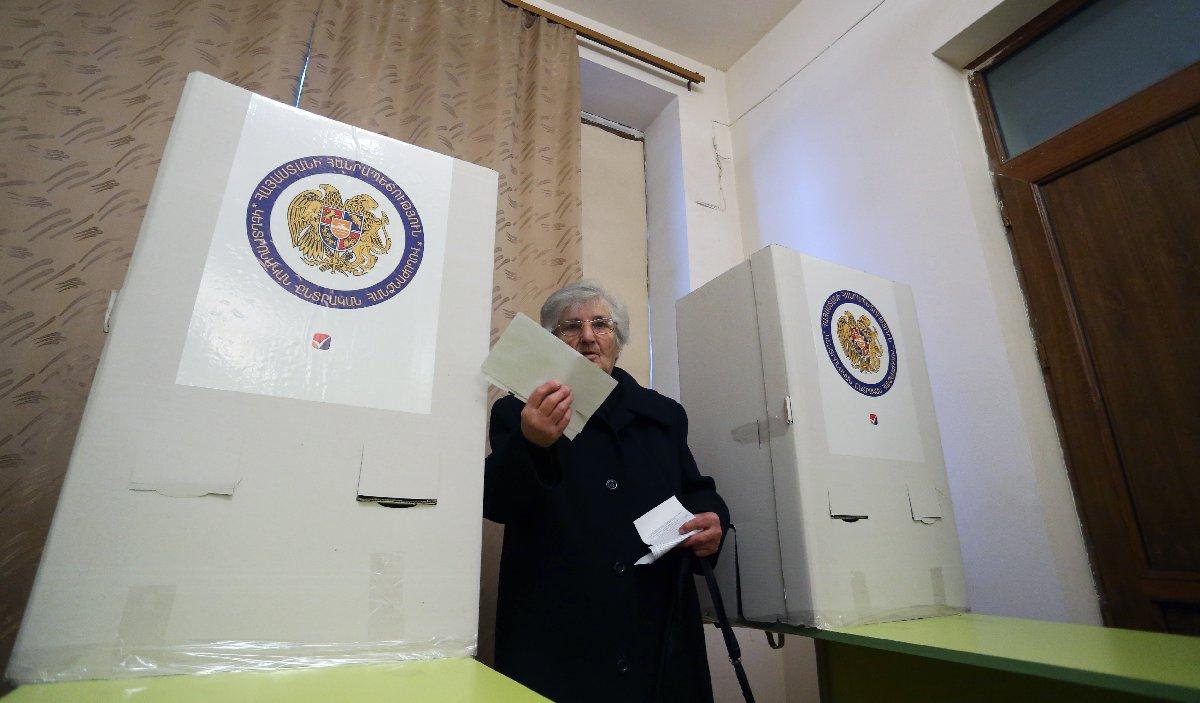 Ermenistan'da erken seçime katılım düşük oldu.